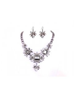 10657 CRYSTAL NECKLACE AND EARRING SET Please Click the image for more information.