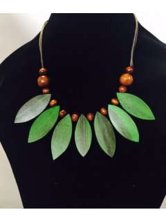 10839 GREEN WOODEN LEAF NECKLACE Please Click the image for more information.