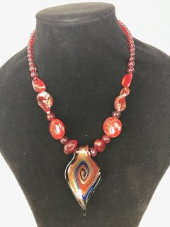 10056 RED LADIES GLASS NECKLACE Please Click the image for more information.